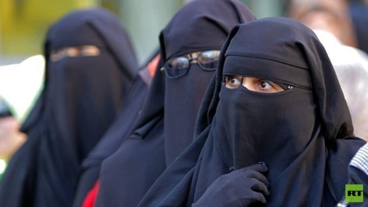 تغريم مسلمة  30 ألف يورو لرفضها خلع النقاب بمكان عام في إيطاليا