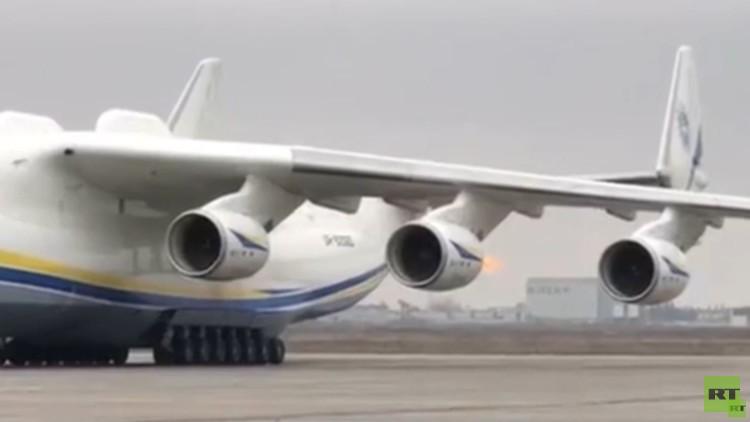 النيران تندلع في أكبر طائرة نقل في العالم