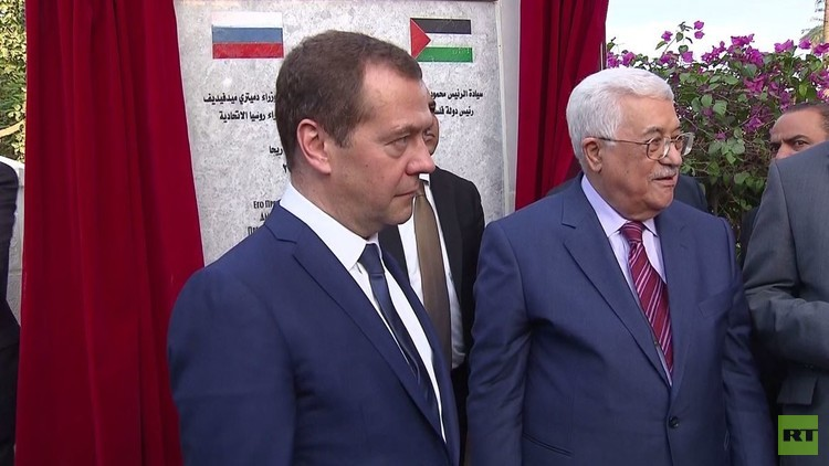 مدفيديف يشارك في افتتاح شارع باسمه في أريحا