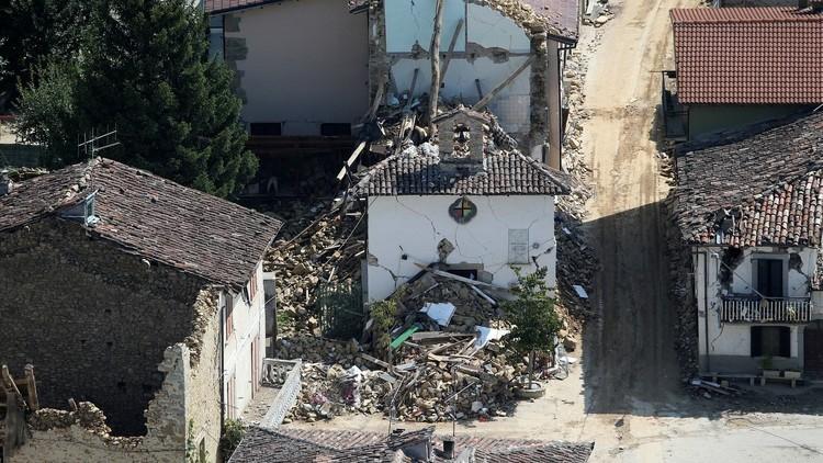 هزة أرضية تضرب وسط إيطاليا