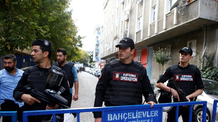 تركيا تعلق أنشطة 370 منظمة مع اتساع نطاق التطهير