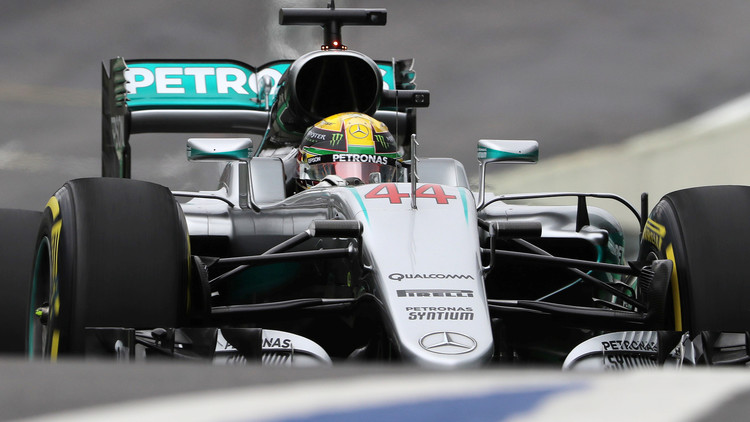 هاميلتون أول المنطلقين في سباق جائزة البرازيل الكبرى