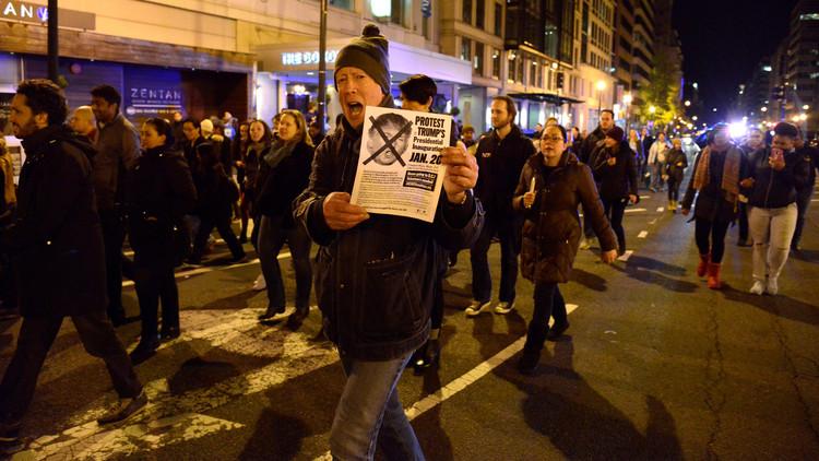 الكشف عن ممول الاحتجاجات ضد ترامب