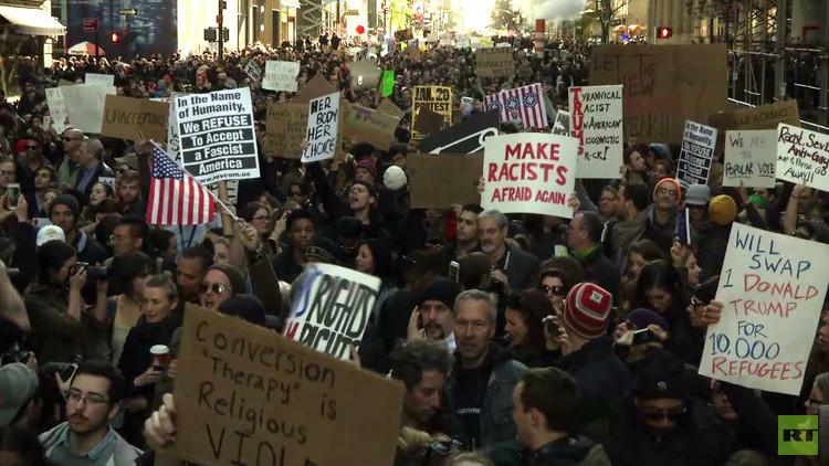 هل تنجح الاحتجاجات في إعادة كلينتون إلى البيت الأبيض؟