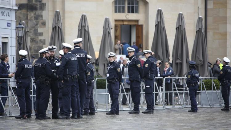 ألماني وأبناؤه يصيبون 10 من الشرطة خلال شجار حول مخالفة مرورية