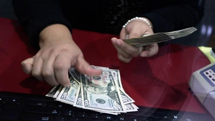الدولار عند أعلى مستوى في 11 شهرا