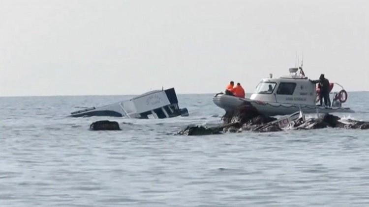 مصرع 4 أشخاص وفقد 100 آخرين بغرق زورق في المتوسط