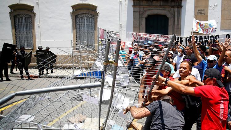 60 محتجا يقتحمون مبنى البرلمان في البرازيل