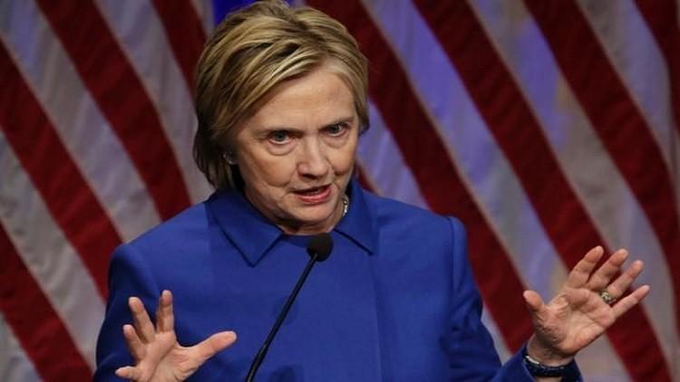 كلينتون تعاني خيبة أمل وحالة انطواء عقب خسارتها أمام ترامب