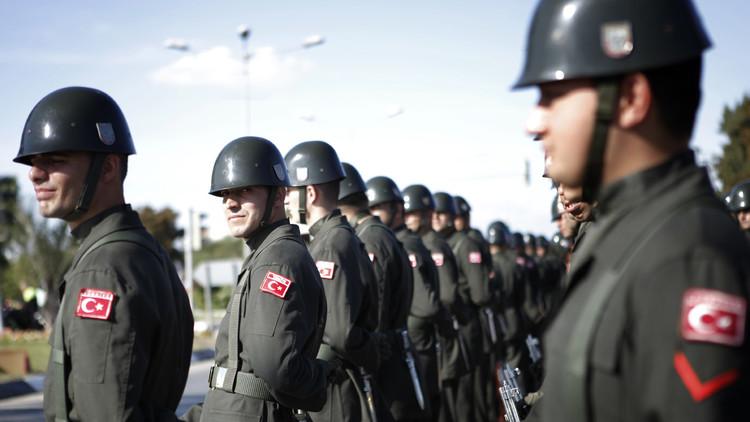 عسكريون أتراك بقاعدة للناتو يطلبون اللجوء في ألمانيا