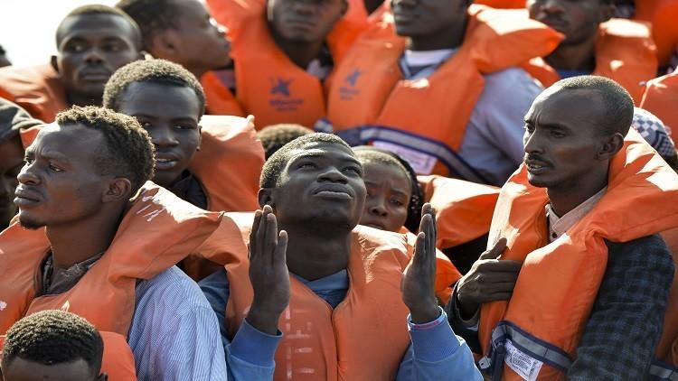 مصرع 7 مهاجرين وفقدان نحو 100 قرب سواحل ليبيا