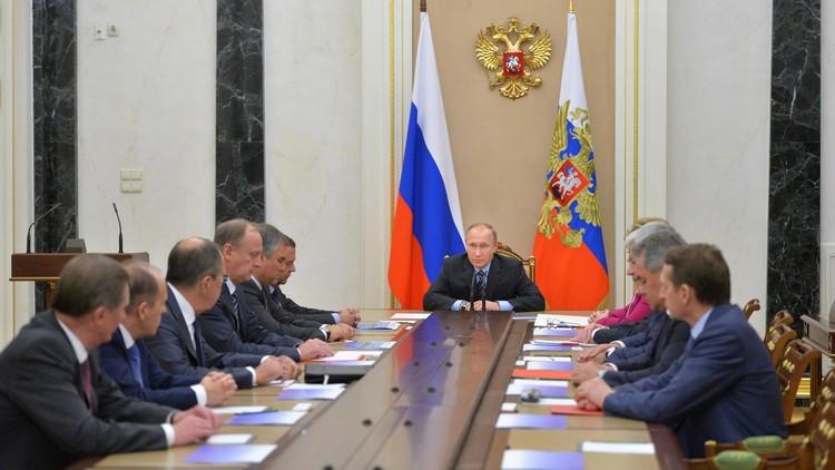 الكرملين: بوتين بحث مع أعضاء مجلس الأمن الروسي الوضع في سوريا بما فيه الأوضاع في إدلب وحمص وحلب