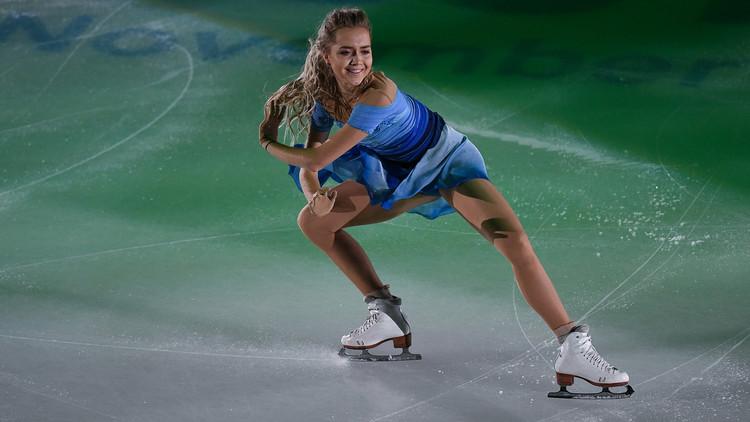 الروسية راديونوفا تتوج بذهبية الجائزة الكبرى للتزحلق الفني على الجليد (صور)