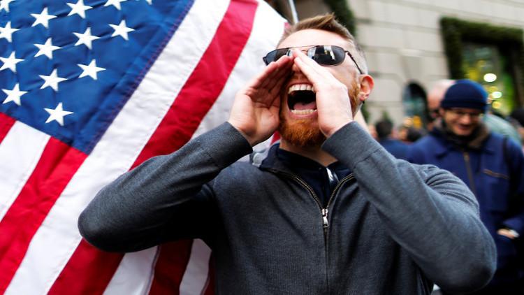 احتجاجات في واشنطن على احتفالات قوميين بيض بفوز ترامب