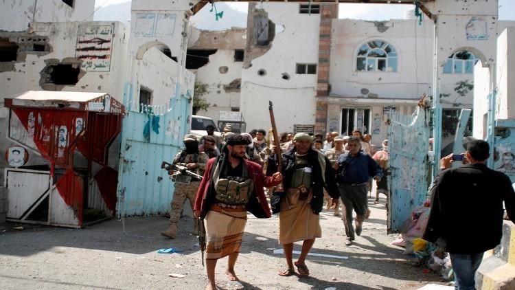 المعارك تشتعل غرب تعز.. والحوثيون يصعدون هجماتهم على الأراضي السعودية