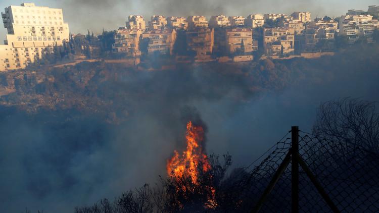 حرائق إسرائيل تنتقل إلى تويتر وفيسبوك