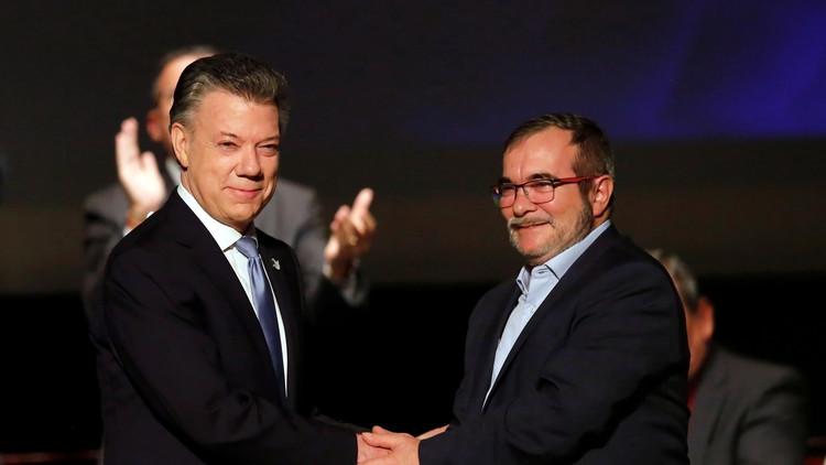 الرئيس الكولومبي يوقع اتفاق سلام مع