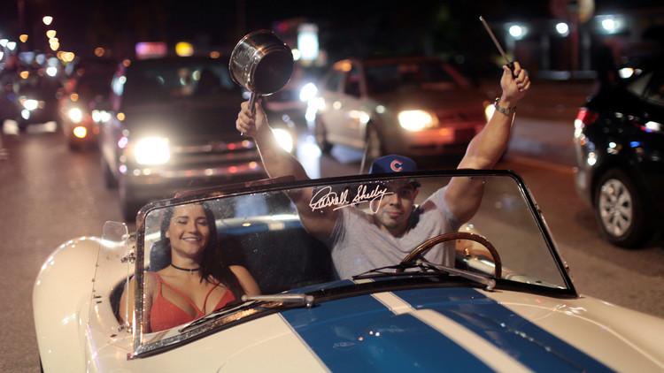 الشامتون بوفاة كاسترو يهللون في شوارع ميامي