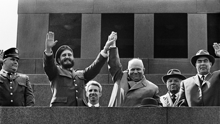 كيف رمت واشنطن كوبا في أحضان موسكو؟!