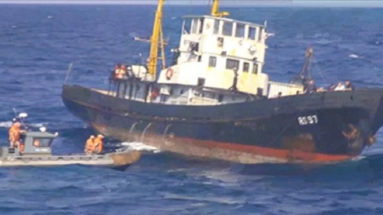 اليونان يوقف سفينة أوكرانية أنقذتها