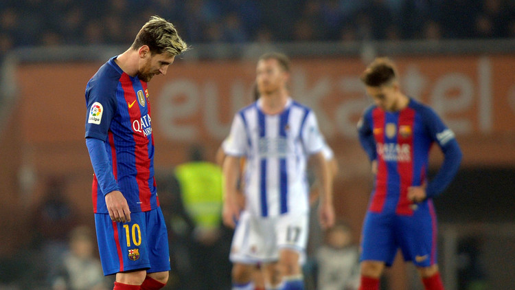 أنت الحكم.. كم مرة تجاوزت الكرة خط مرمى برشلونة؟ (فيديو)
