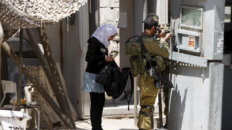 الجيش الإسرائيلي يعتقل فتاتين فلسطينيتين في الخليل