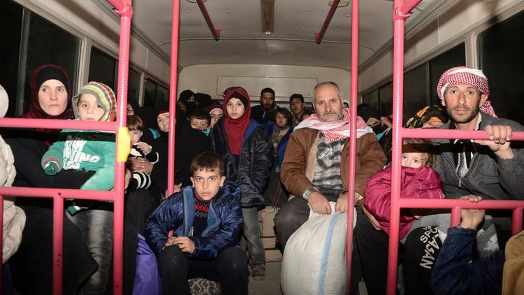 الدفاع الروسية: هل تريدون معاقبتنا على تحرير رهائن حلب؟
