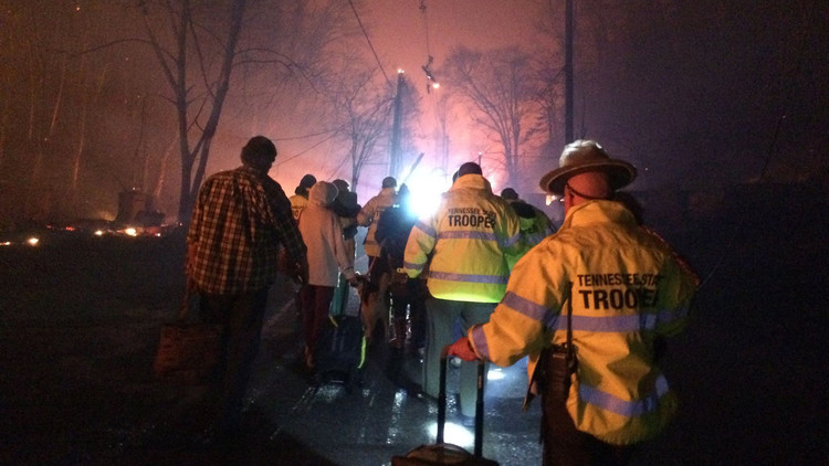 حرائق الغابات الأمريكية تتسبب في إجلاء الآلاف