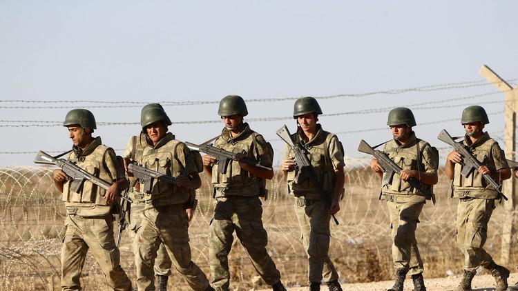 إصابة 5 عسكريين أتراك باشتباكات مع
