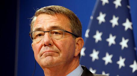 آشتون كارتر وزير الدفاع الأمريكي