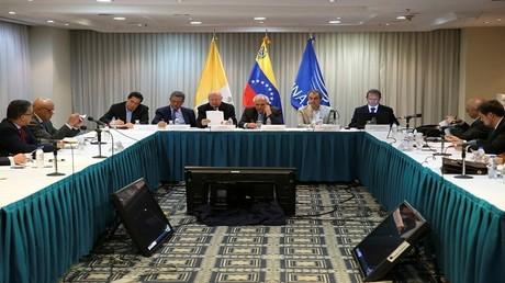 الحكومة الفنزويلية والمعارضة جولة جديدة من المحادثات بدعوة من الفاتيكان