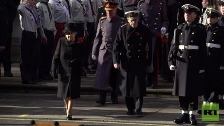 الملكة إليزابيث الثانية تقود مراسم تكريم ضحايا الحروب