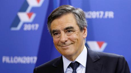 فوز رئيس الوزراء الفرنسي السابق قرنسوا فيون بالدورة الأولى من الانتخابات التمهيدية لليمين