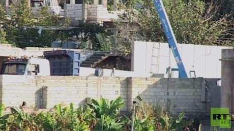 جدار يشيد حول مخيم عين الحلوة الفلسطيني في لبنان