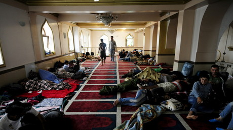 لاجئون داخل مسجد في هنغاريا قرب الحدود الصربية