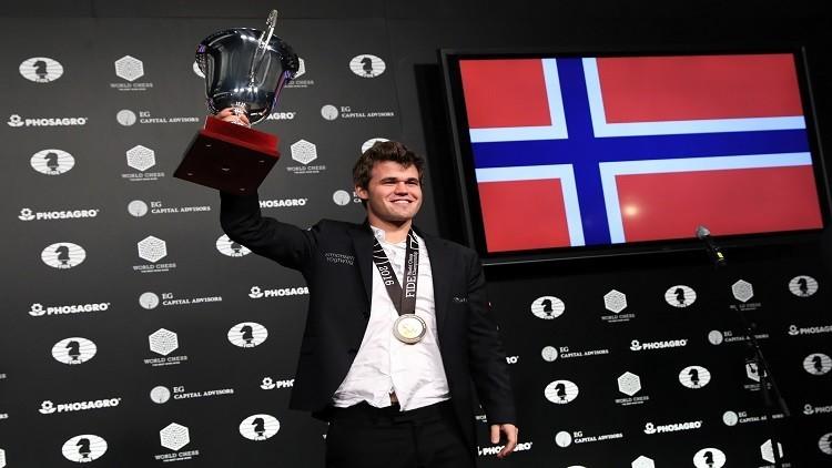 النرويجي كارلسن يحتفظ بلقب بطل العالم للشطرنج