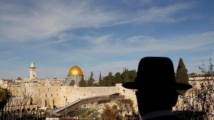 قراصنة يسمعون الإسرائيليين الأذان عبر التلفزيون!