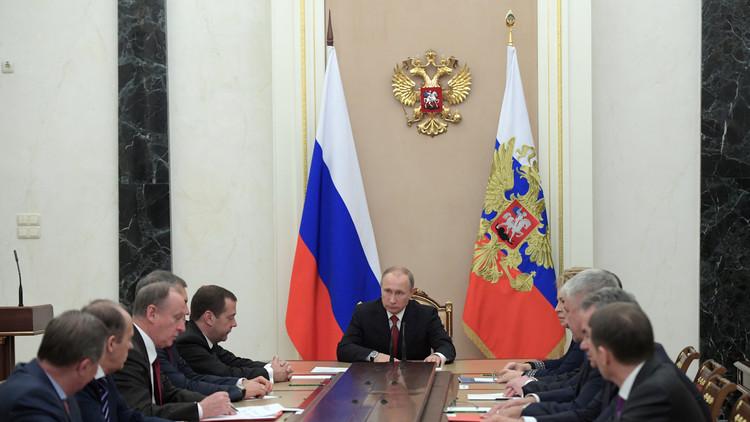 بوتين يبحث الأزمة السورية مع مجلس الأمن الروسي
