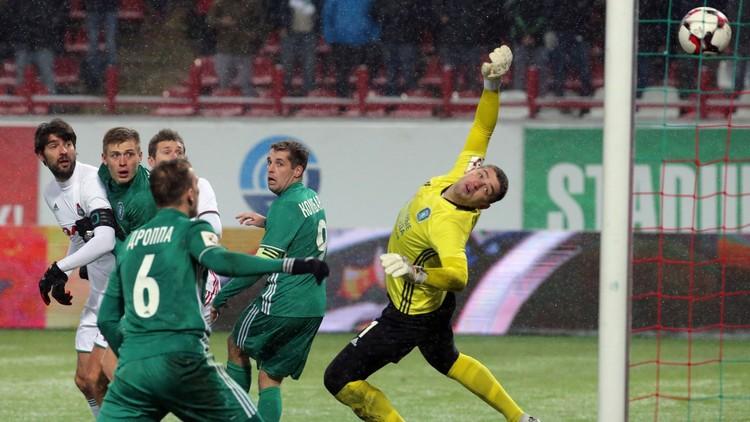 لاعب روماني يفتح باب جهنم على فريقه في الدوري الروسي