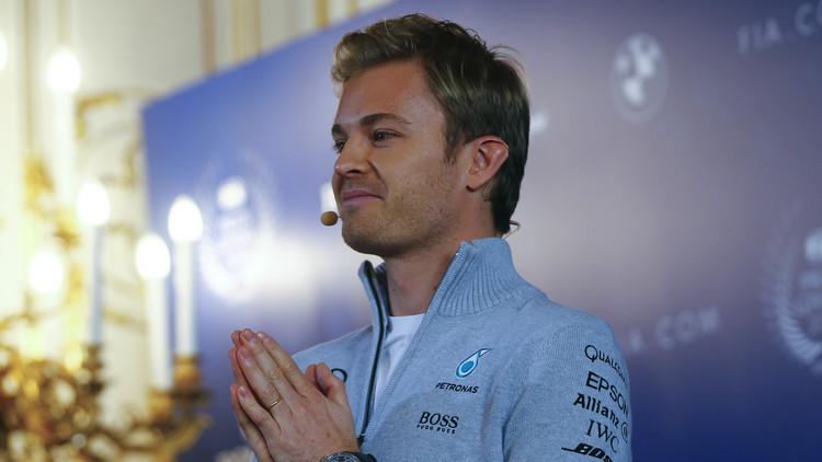 مفاجأة .. بطل العالم للفورمولا 1 يعلن اعتزاله