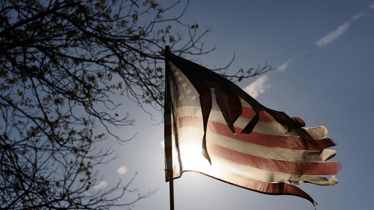 ظريف: تمديد العقوبات ينسف سمعة واشنطن في العالم