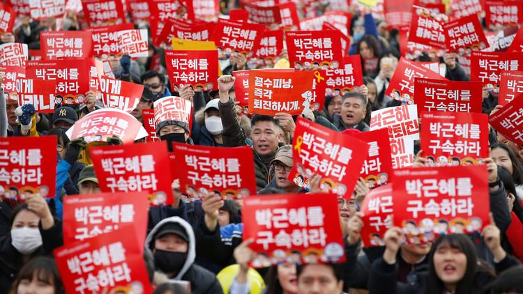 مئات آلاف المحتجين يطالبون باستقالة رئيسة كوريا الجنوبية