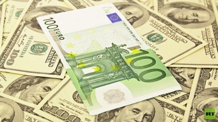 تراجع اليورو إلى أدنى مستوى في عامين