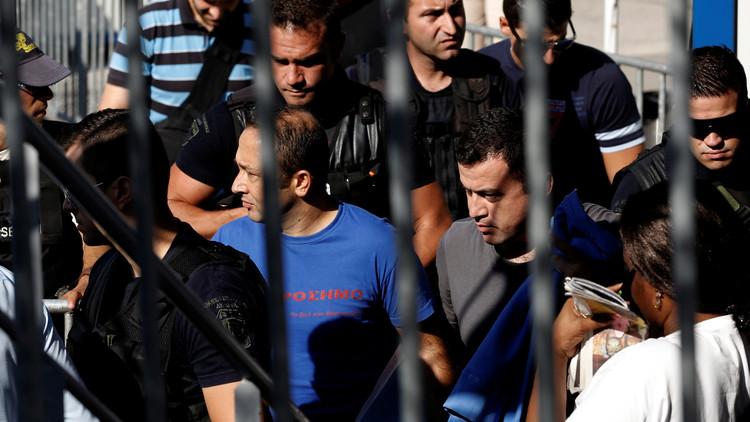اليونان تقرر ترحيل 3 من الضباط الأتراك الهاربين إلى أنقرة