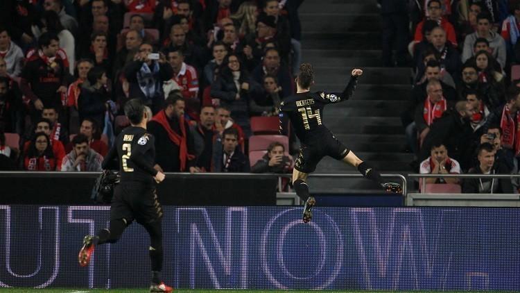 نابولي يهزم بنفيكا ويرافقه إلى ثمن نهائي أبطال أوروبا