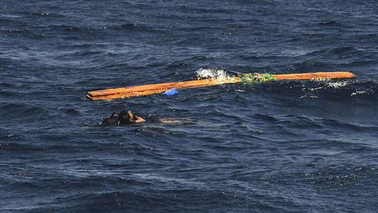 ارتفاع عدد الناجين في غرق سفينة قبالة سقطرى اليمنية إلى 35 شخصا