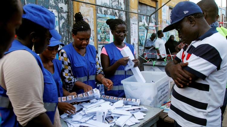 المعارضة في غانا تدعو الرئيس ماهاما للاعتراف بالهزيمة