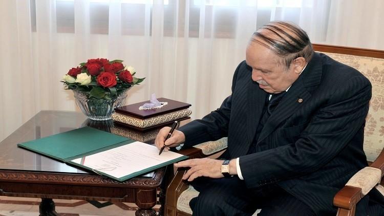 لأول مرة منذ التسعينات.. الجزائر تقترض