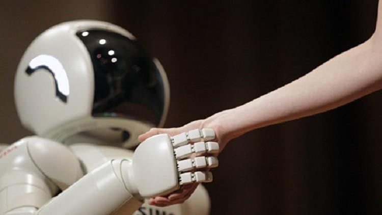 روبوت توأم لكاتب ياباني يتواصل مع قرائه
