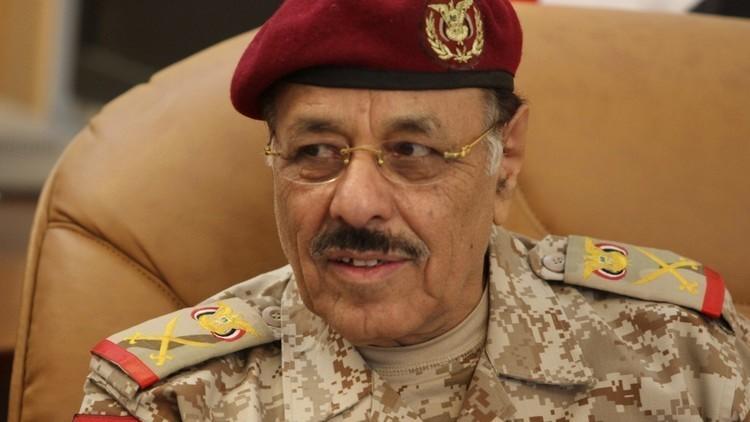 الأحمر يتهم الحوثيين بتعطيل السلام